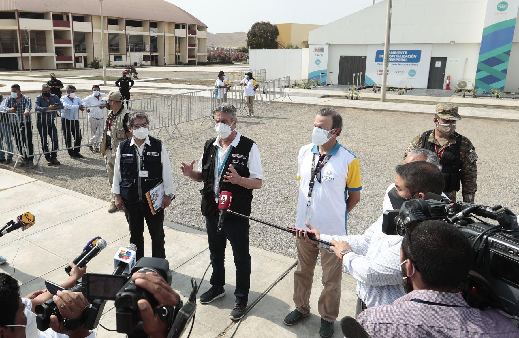 Presidente Francisco Sagasti, supervisa la entrega de equipamiento médico al Centro de Atención y Aislamiento Temporal de Cañete. Foto: Andina/ Prensa Presidencia