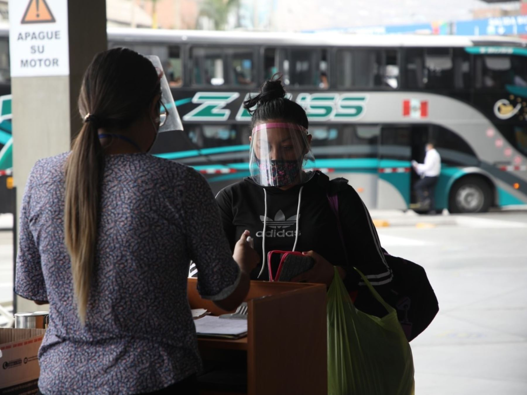 Toma en cuentas medidas que están vigentes desde hoy en el servicio de transporte interprovincial de pasajeros para prevenir la covid-19. ANDINA/Difusión
