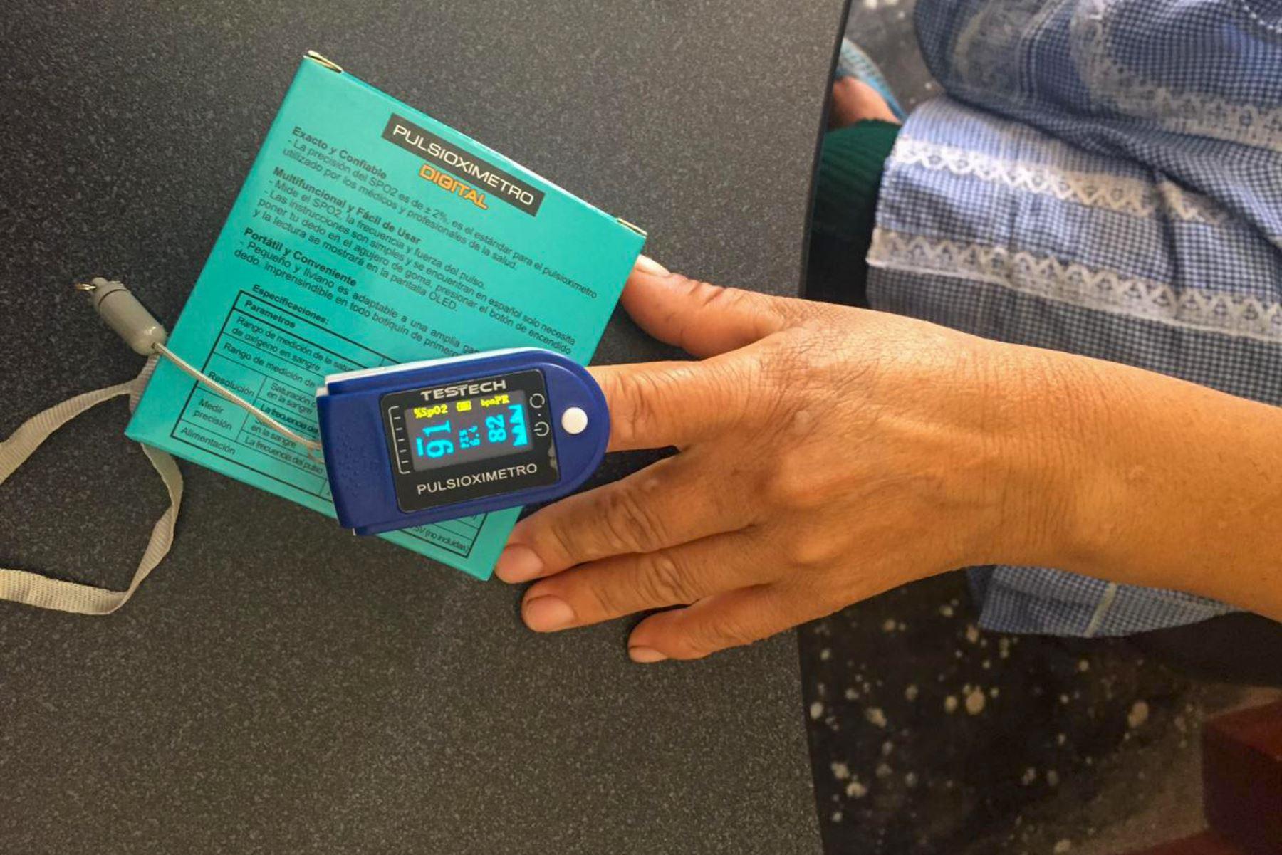 Un total de 468 pulsioxímetros y termómetros digitales, así como equipos de protección personal, vienen siendo utilizados en los Tambos del Programa Nacional PAIS del MIDIS para prevenir e identificar casos sospechosos de contagios Covid-19 en diversos centros poblados del territorio nacional. Foto: ANDINA/Midis