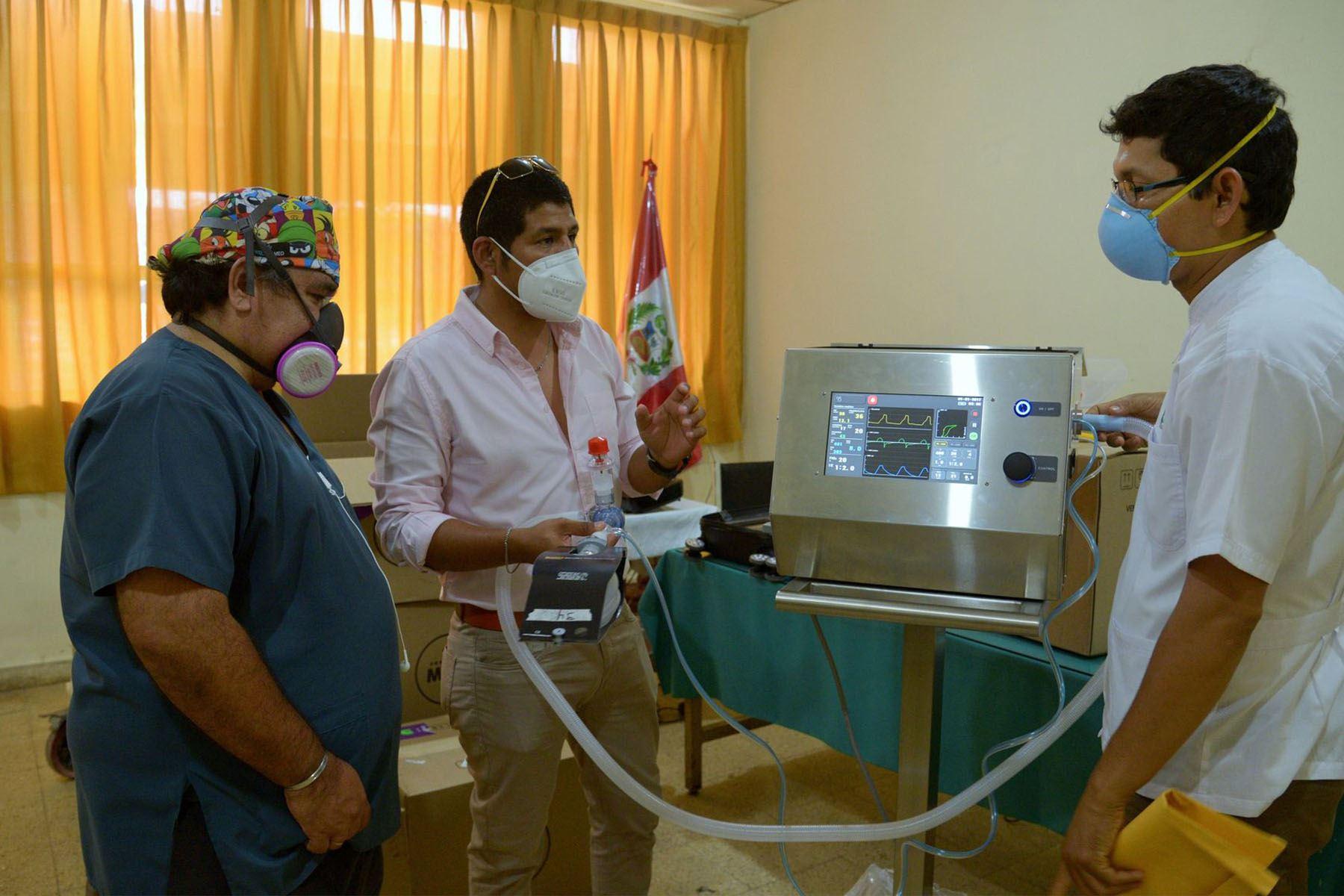 Más de 200 médicos, enfermeras, ingenieros biomédicos y personal de soporte técnico, fueron capacitados en su uso (Foto: PUCP)