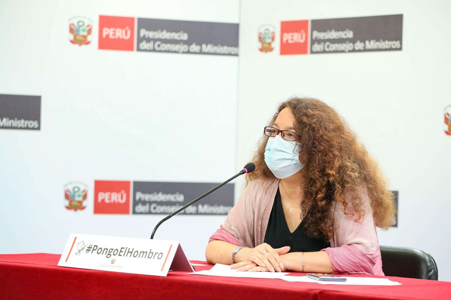 El ministro de la Producción, José Luis Chicoma y la ministra de Desarrollo e Inclusión Social, Silvana Vargas ofrecieron una conferencia de prensa en la sede de la Presidencia del Consejo de Ministros. Foto: PCM