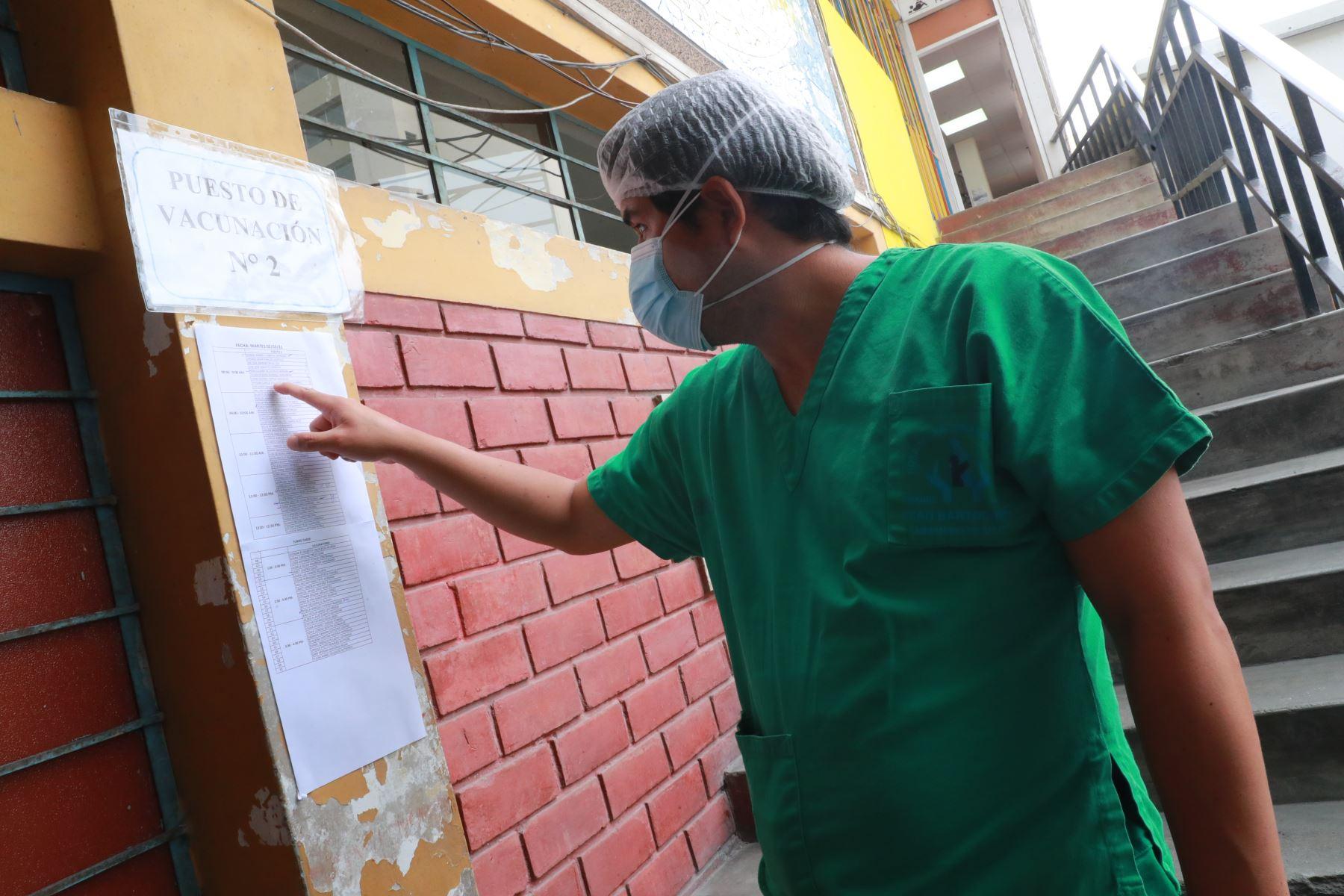 Inician la vacunación de la segunda dosis para el personal médico en el Hospital San Bartolomé. Foto: ANDINA/Carla Patiño