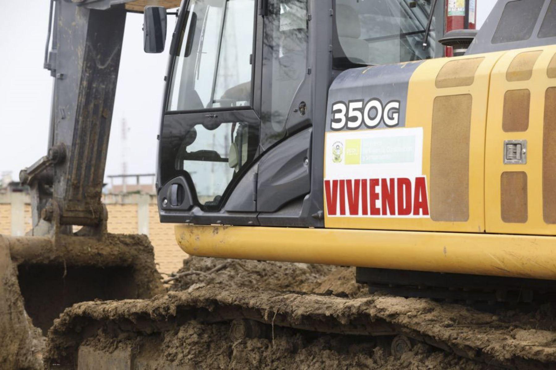Ministra Solangel Fernández y equipo del MVCS inspeccionaron los trabajos de limpieza y descolmatación de ríos y quebradas en el distrito de Pampas de Hospital, en la región Tumbes. Foto: ANDINA/MVCS