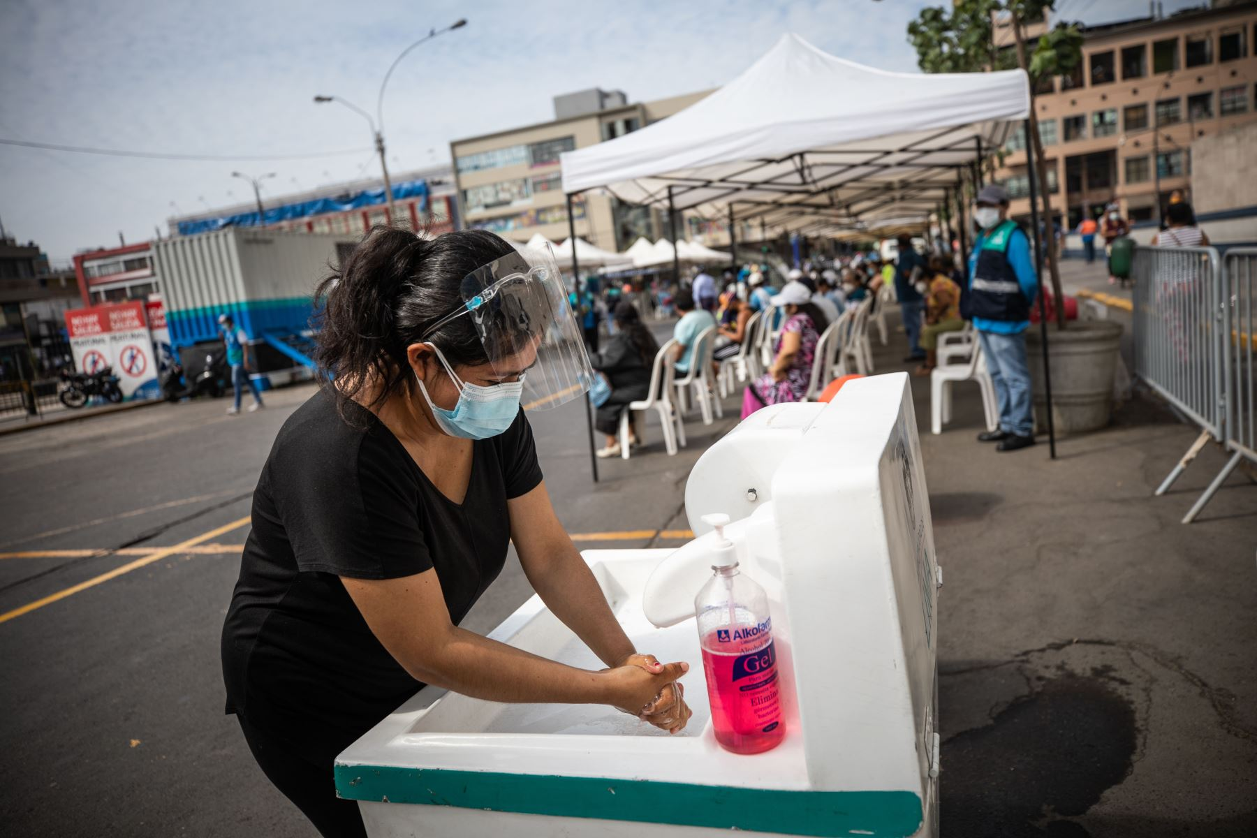 Campaña Lima Te Cuida, realiza pruebas de descarte de coronavirus a comerciantes del Cercado de Lima. Foto: ANDINA/Municipalidad de lima