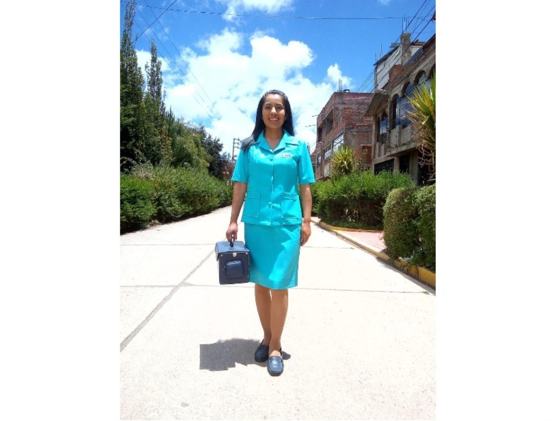 Conoce a Edith Callomamani, la joven estudiante de Enfermería que impulsa un proyecto de manejo adecuado de residuos sólidos en su natal pueblo de Chacollo, distrito de Ácora, en Puno. ANDINA/Difusión