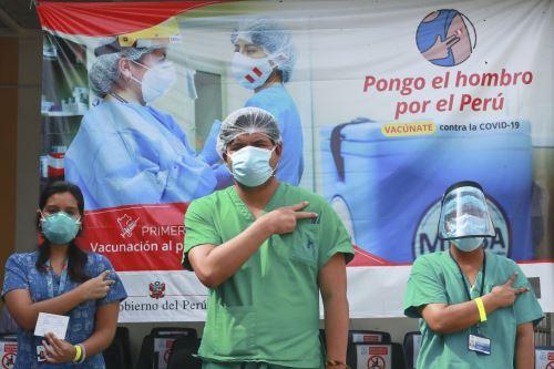 Inician la vacunación de la segunda dosis para el personal médico en el Hospital San Bartolomé