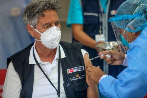 Presidente Francisco Sagasti, recibió la segunda dosis de la vacuna contra la Covid-19