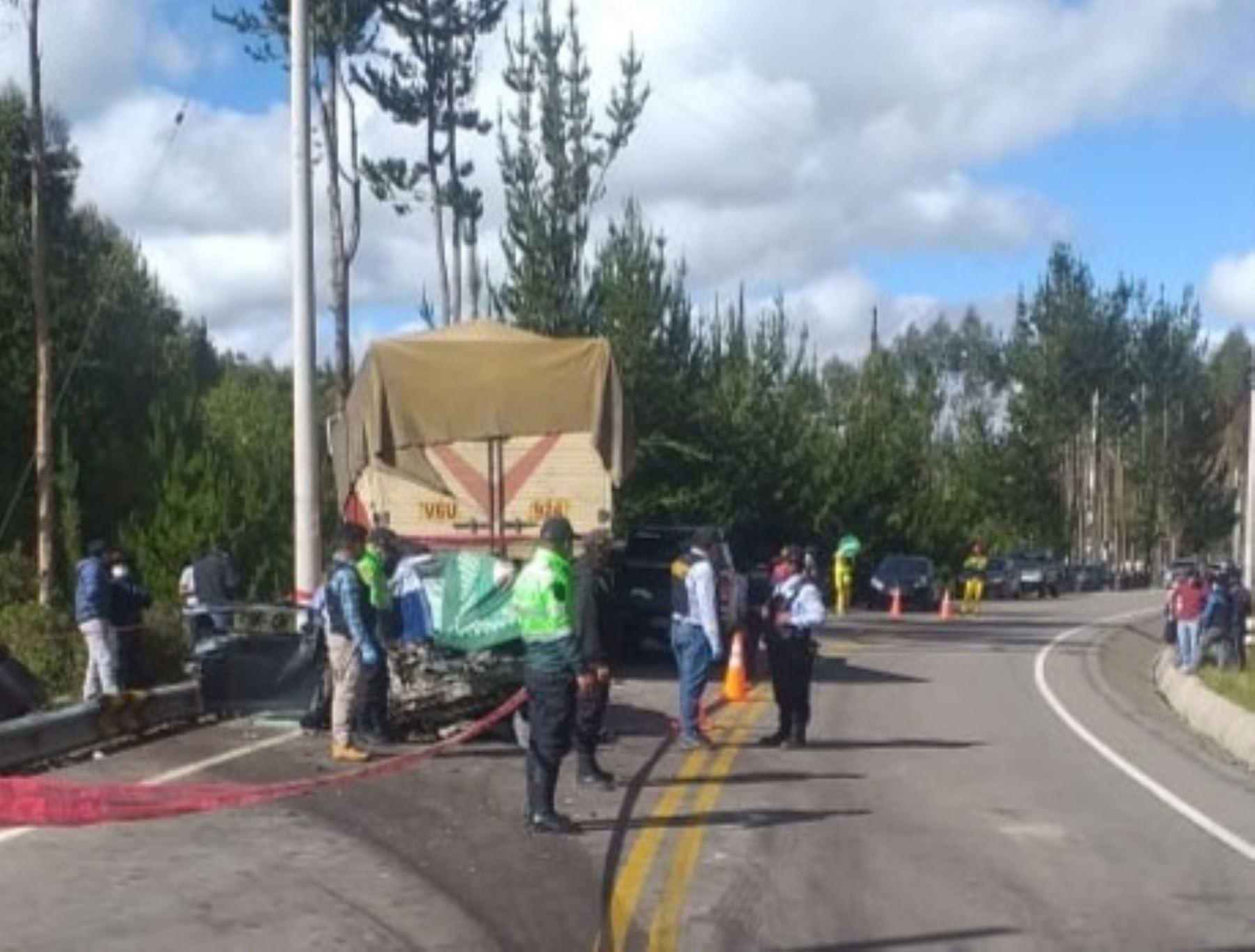 Cuatro personas murieron esta mañana tras chocar el vehículo en el que viajaban en la carretera Interoceánica, región Cusco.