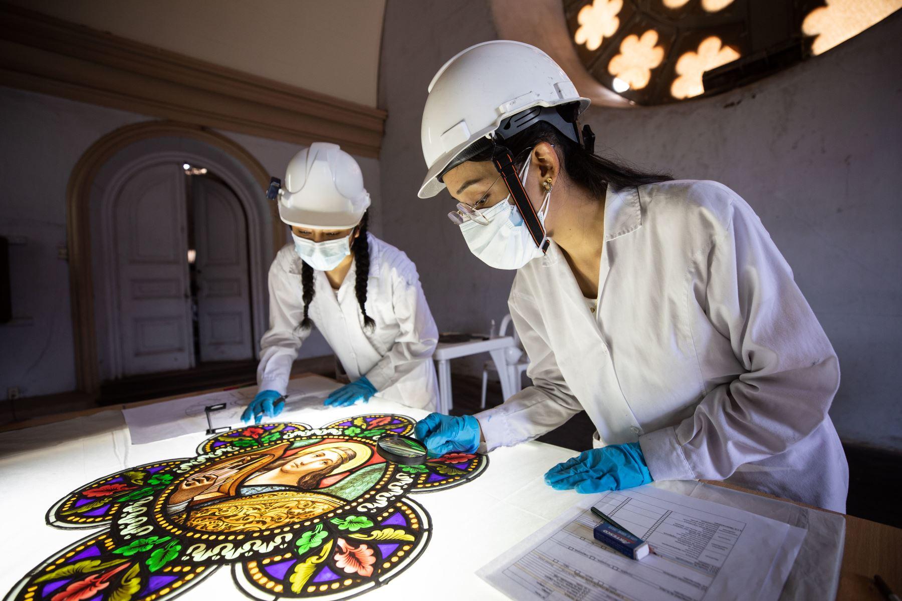 El Alcalde de Lima, Jorge Muñoz supervisa los avances de recuperación de la parroquia y convento de Los Sagrados Corazones de La Recoleta, en el cercado de Lima. Foto: ANDINA/ MLM