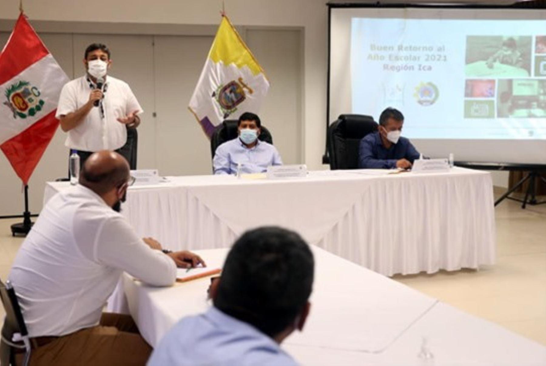 Ministro de Educación, Ricardo Cuenca, encabeza reunión en el región Ica. Foto: ANDINA/Difusión.