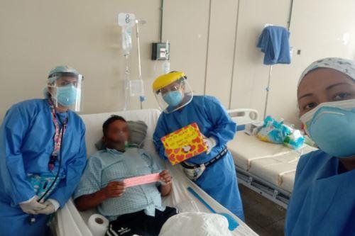 Como parte de una iniciativa del personal de salud del Hospital Regional Eleazar Guzmán Barrón de Chimbote recibieron emotivas cartas de sus seres queridos. Foto: ANDINA/Difusión