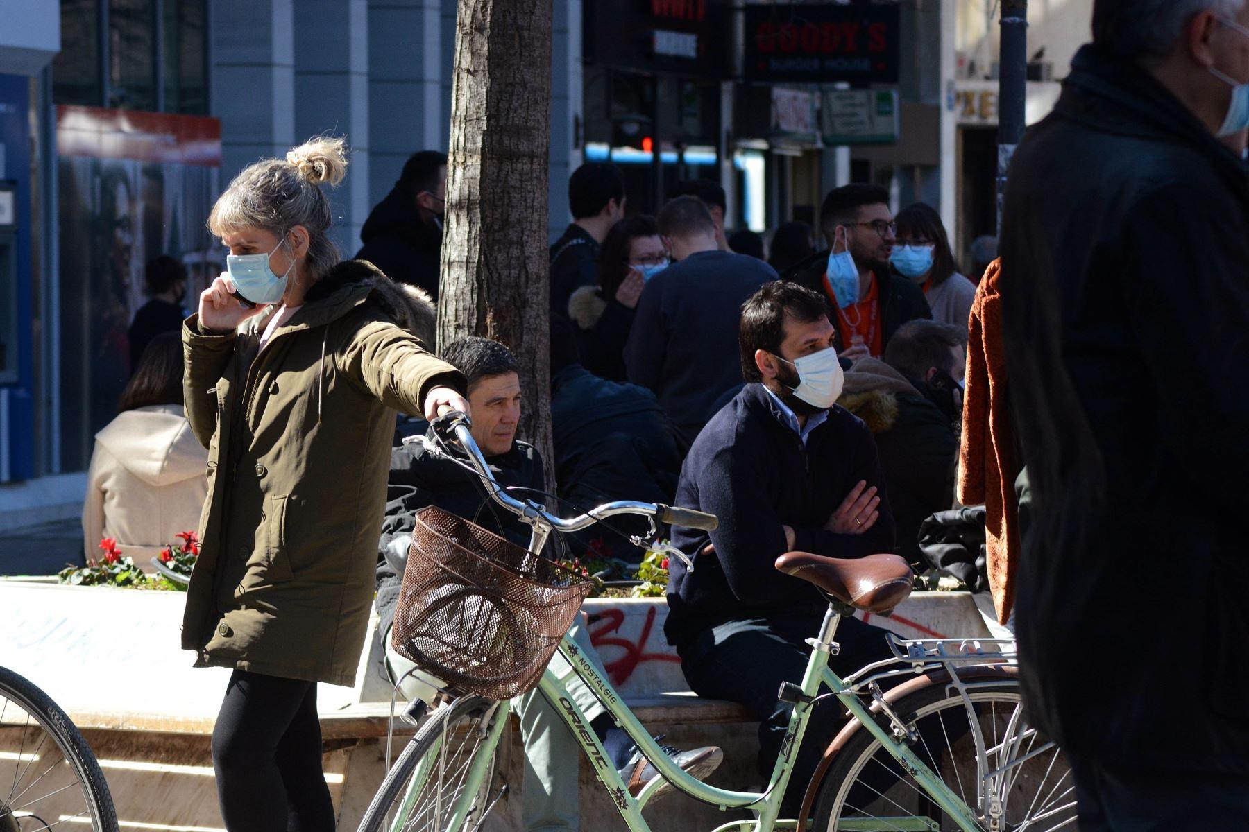 Un sismo de intensidad 6,3, se registró cerca de la ciudad griega de Larisa, cuyos habitantes salieron a la calle asustados por el temblor, informaron medios locales. Foto:  EFE