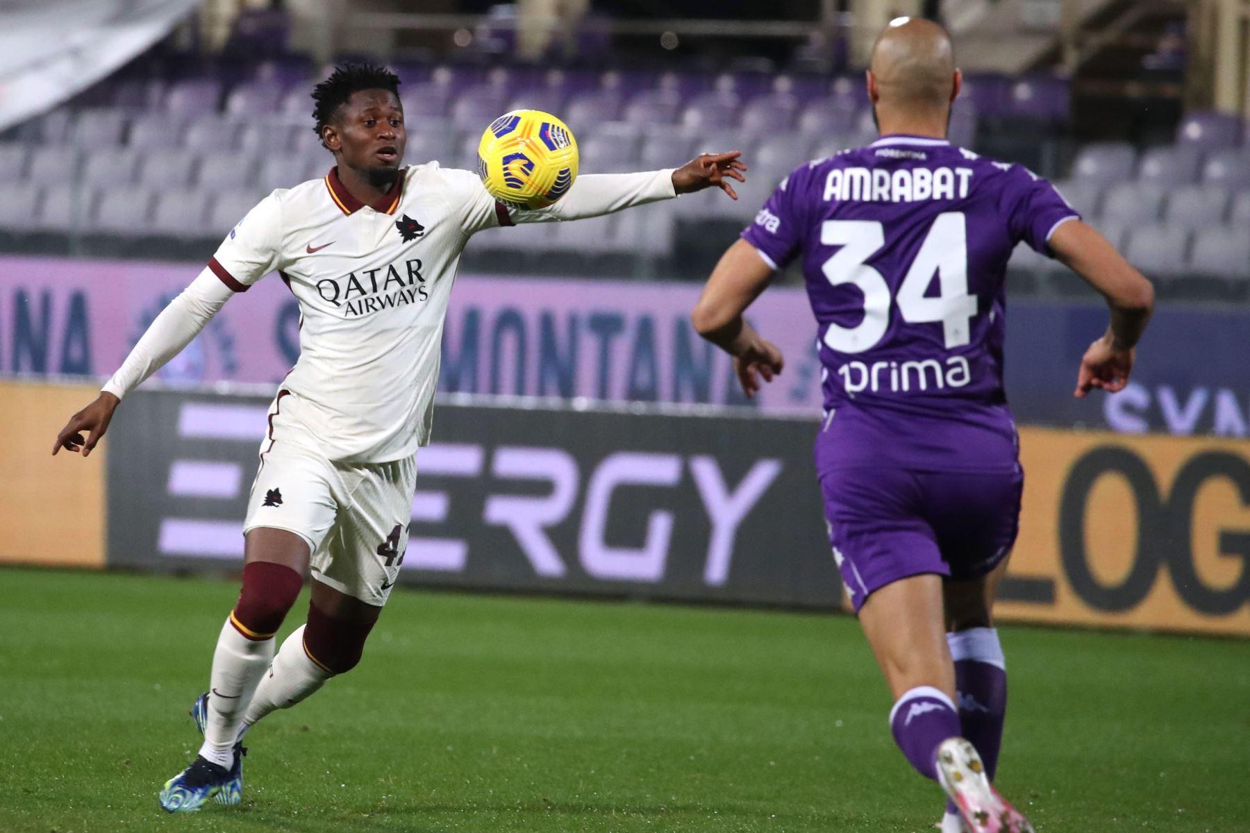 El centrocampista de la Roma Amadou Diawara en acción durante el partido de fútbol de la Serie A. Foto: EFE