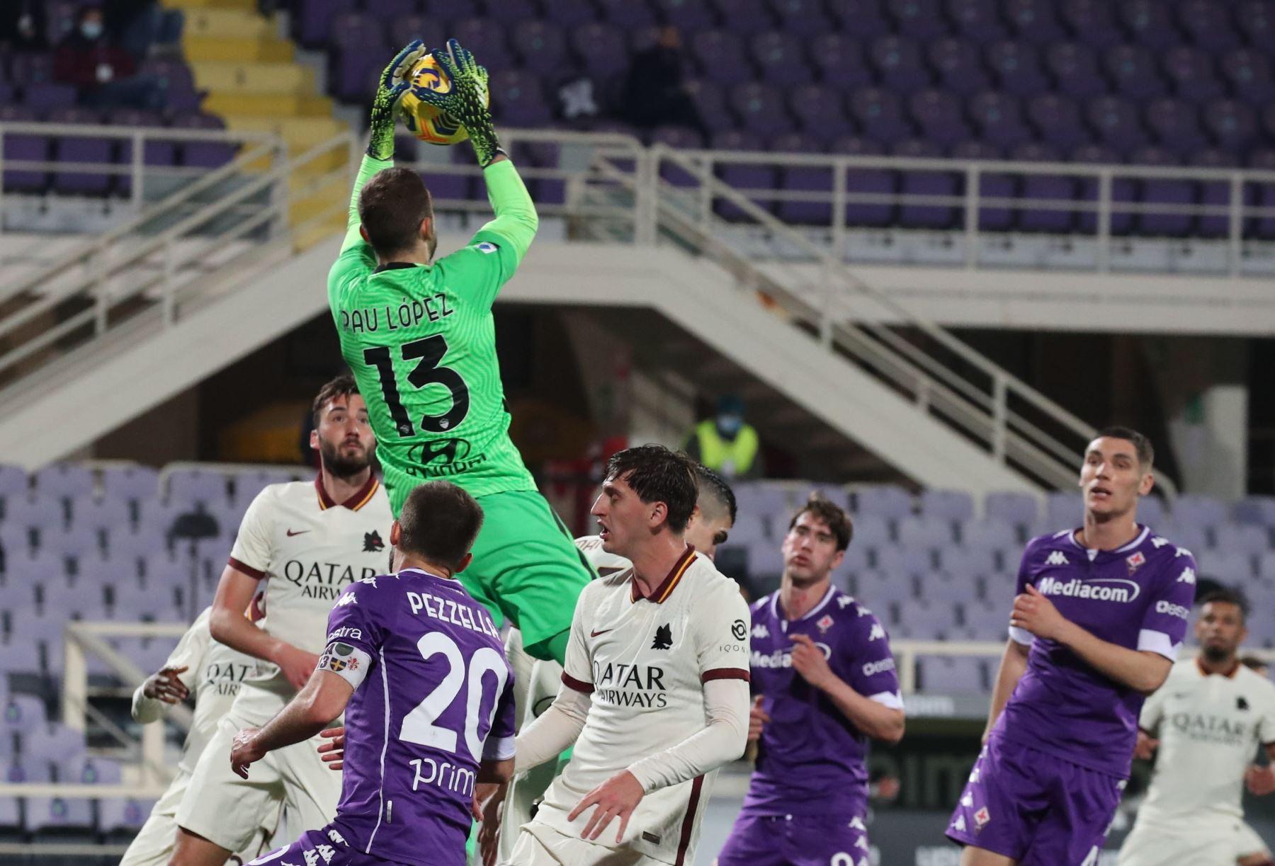 El portero de la Roma Pau López en acción durante el partido de fútbol de la Serie A italiana. Foto: EFE