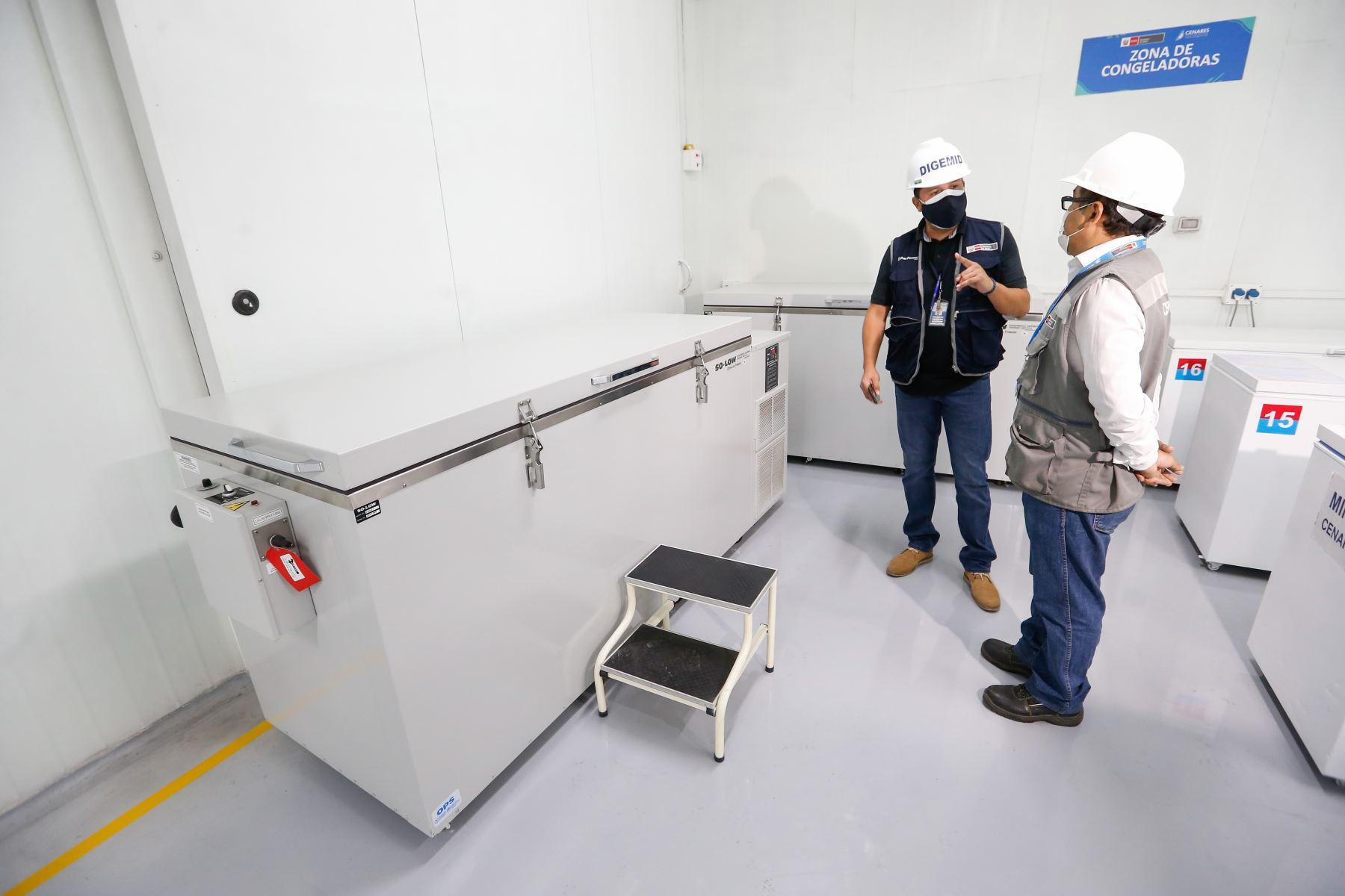Zona de ultracongeladoras , donde se conservan las  vacunas del laboratorio Pfizer, tienen una capacidad de almacenamiento de hasta 140,000 dosis cada una, temperatura :- 40 a- 80 grados C. Foto: PCM