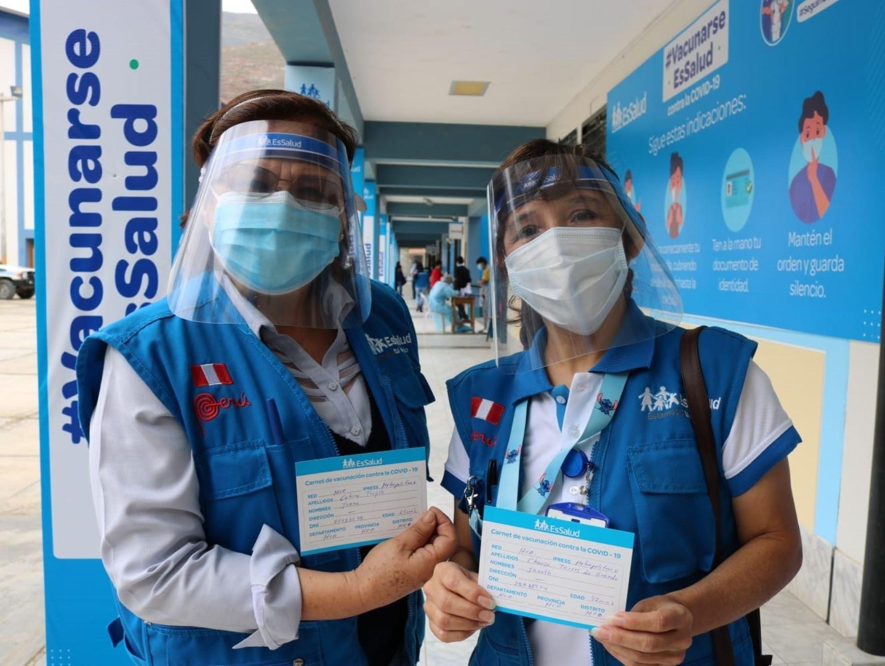 EsSalud Junín informó que está cerca de inmunizar al 100 % de su personal de primera línea que lucha contra la pandemia de coronavirus (covid-19) en dicha región. ANDINA/Difusión