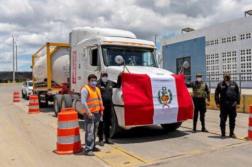 Camión con oxígeno medicinal importado de Ecuador ingresó hoy a la región Tumbes.