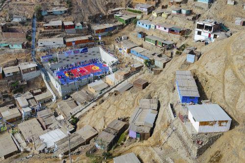 Municipalidad de Lima inaugura cancha deportiva en Ate