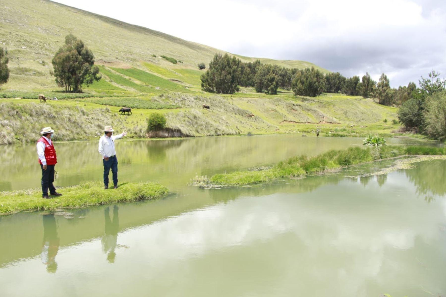 Ante la presencia de fenómenos naturales como las heladas, lluvias y otros es necesario implementar sistemas de cosecha de agua para captar la mayor cantidad de recurso hídrico. Foto: ANDINA/Difusión