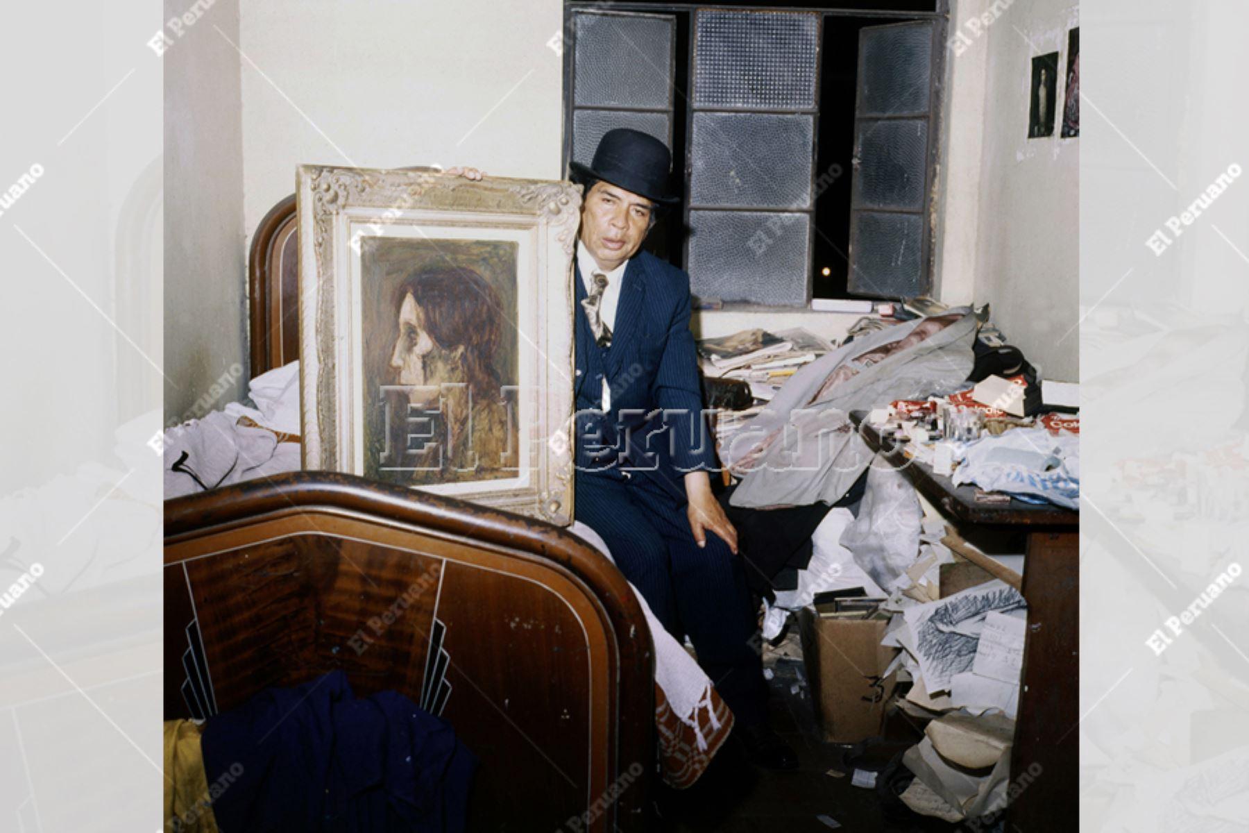 Lima - década 1980 / Pintor Víctor Humareda en su habitación del Hotel Lima de La Parada.  Foto: Archivo Histórico de EL PERUANO