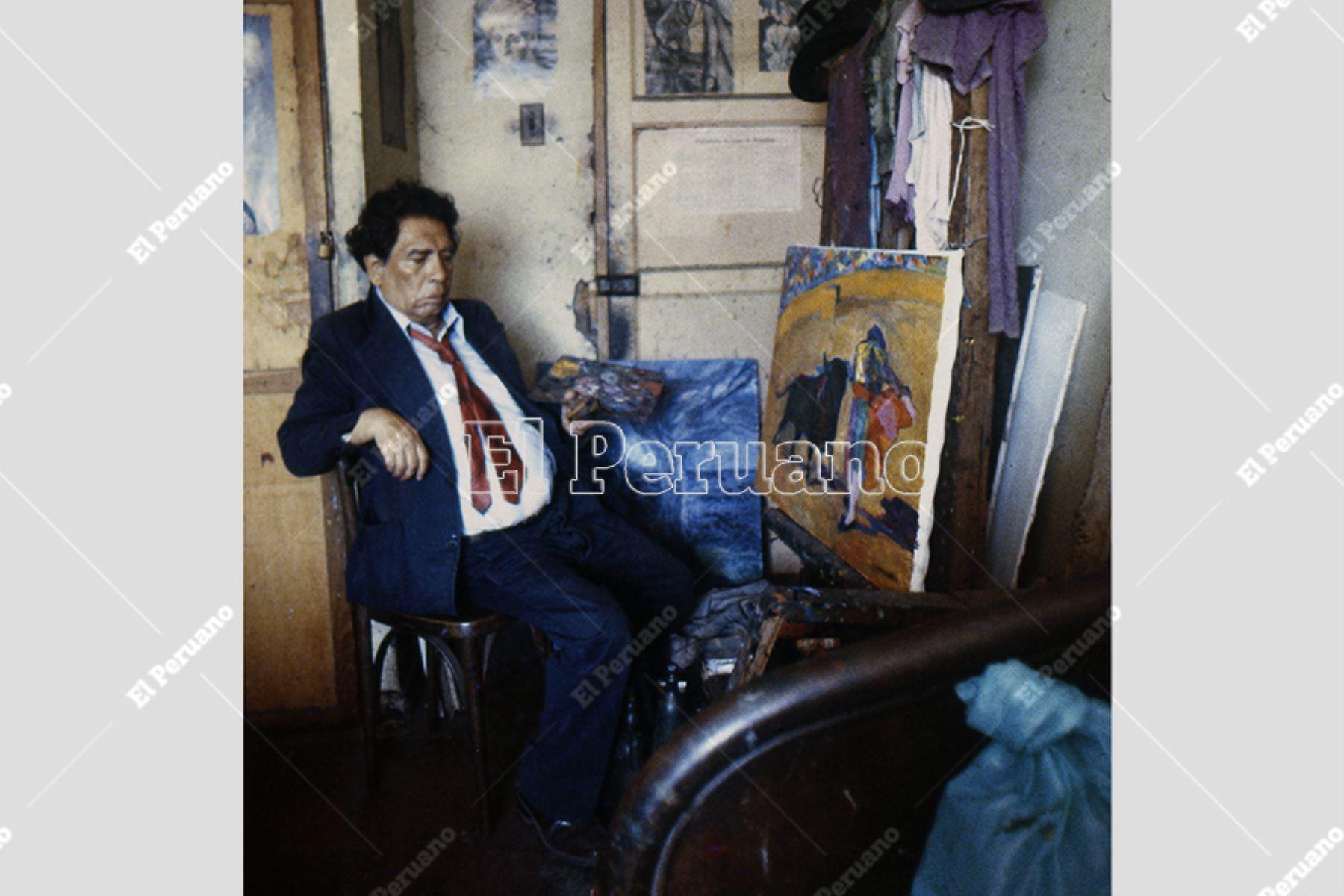 Lima - agosto 1985 / El pintor Víctor Humareda en su habitación 283 del Hotel Lima.  Foto: Archivo Histórico de El Peruano