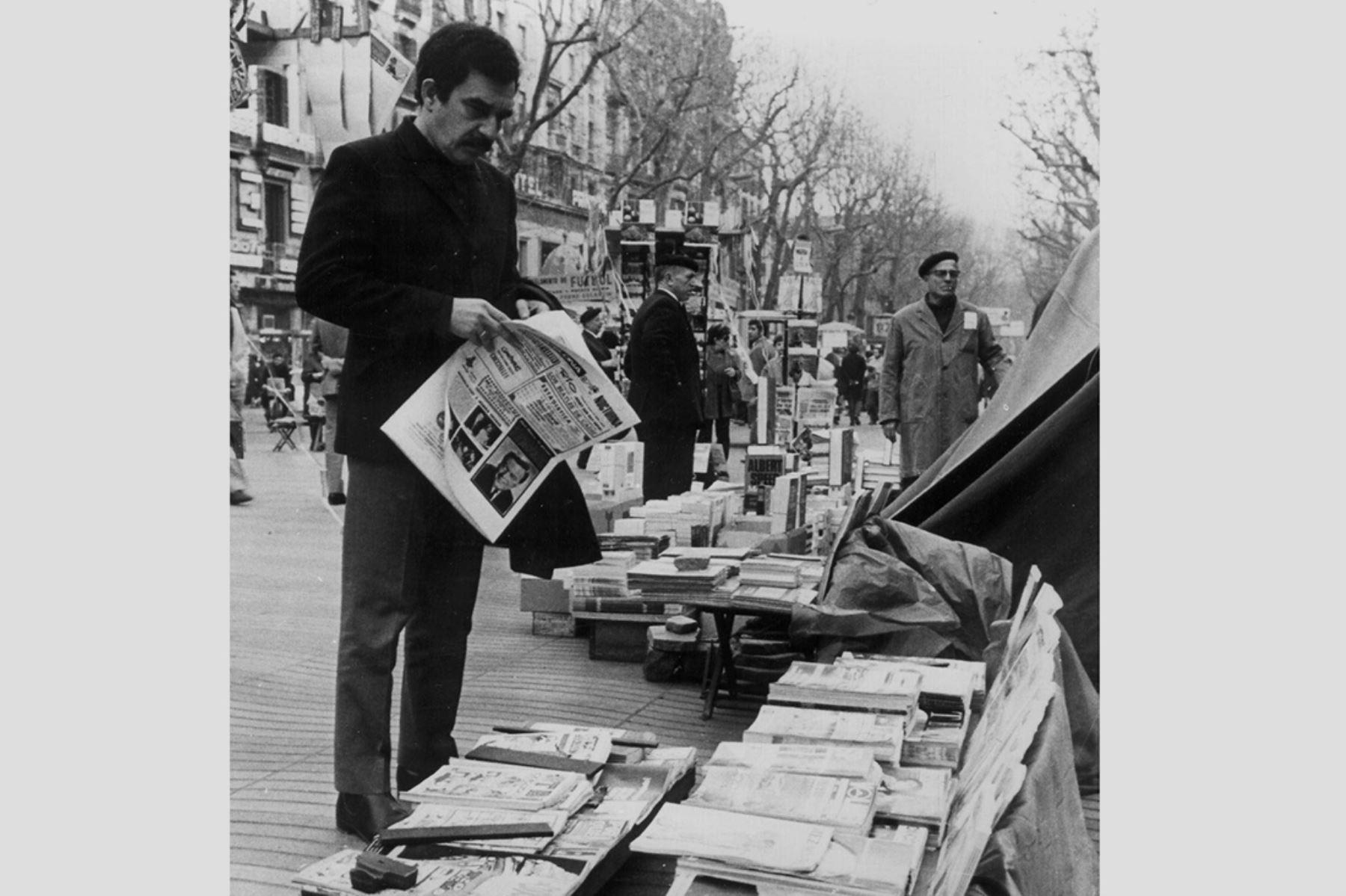 Barcelona - 11 febrero 1970 / El escritor colombiano Gabriel García Márquez posando en Las Ramblas de Barcelona, durante la entrevista que concedió a la Agencia Efe.  Foto: EFE