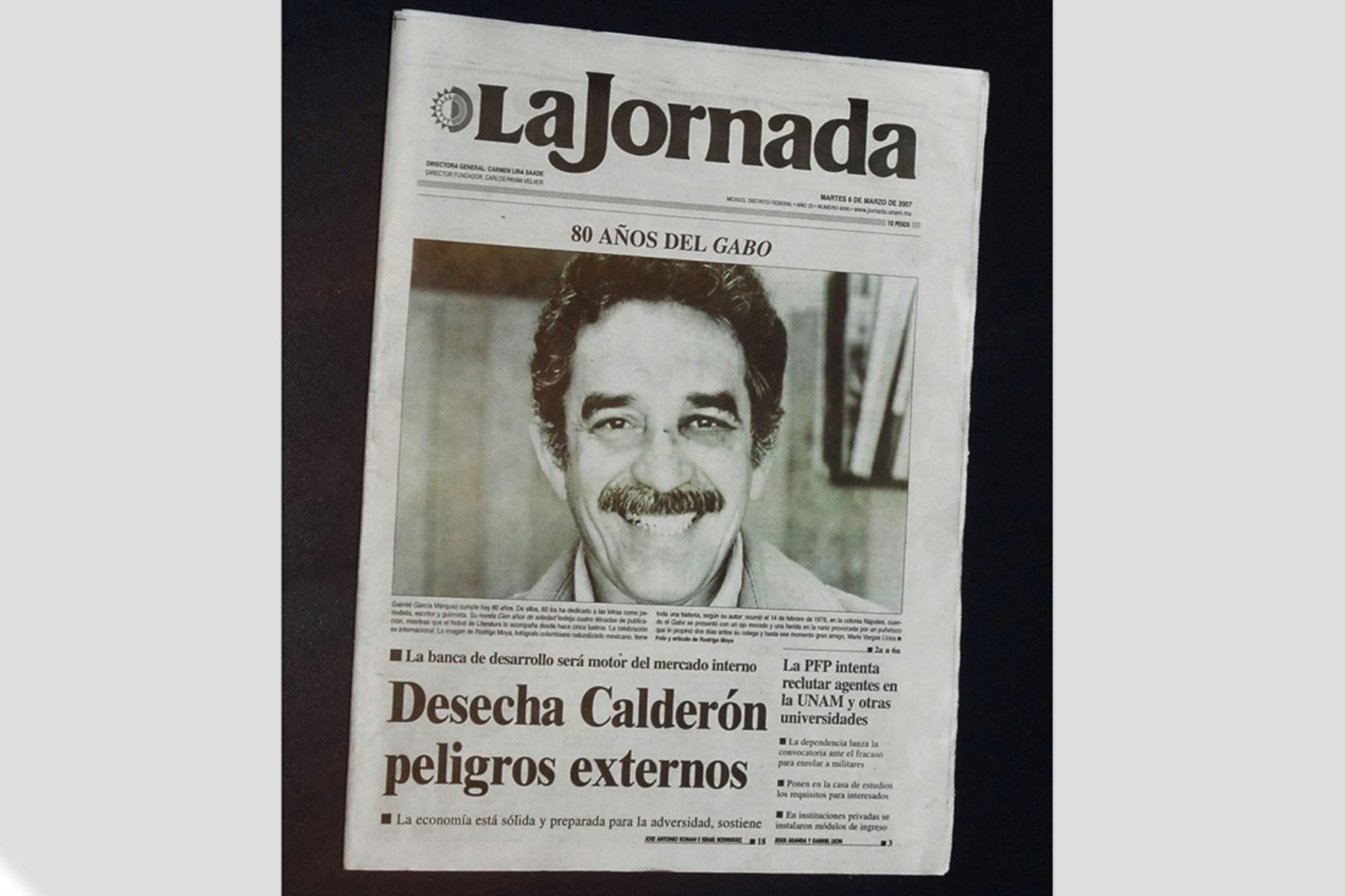 Ciudad de México - 6 marzo 2007 / El fotógrafo Rodrigo Moya difundió por primera vez una fotografía tomada hace 30 año a Gabriel García Márquez con los efectos de la presunta agresión que sufrió por parte del peruano Mario Vargas Llosa y que puso fin a la amistad entre ambos. El diario mexicano La Jornada publicó la fotografía en portada del escritor mexicano con el ojo morado.   Foto: EFE