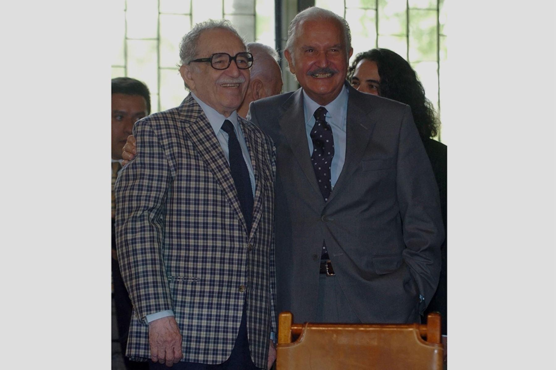 Ciudad de México - 26 setiembre 2007 /  Los escritores Gabriel García Márquez y Carlos Fuentes en la ceremonia donde el mexicano entregó a la Biblioteca Nacional de la Universidad Nacional Autónoma de México (UNAM) sus primeras obras literarias.  Foto: EFE