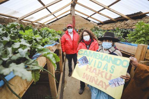 Ministra de Inclusión Social participa en inauguración del Primer Mercado de Productores Agropecuarios y en actividades que promueve oportunidades productivas