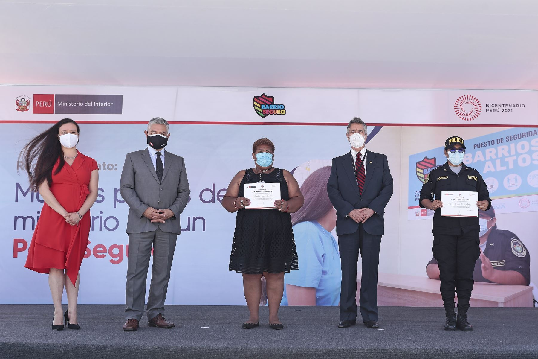 El Presidente Francisco Sagasti junto con el titular del Ministerio del Interior José Elice, encabezaron  la ceremonia de reconocimiento a las lideresas locales de las juntas vecinales de seguridad ciudadana y a mujeres policías comunitarias.Foto: ANDINA/ Prensa Presidencia