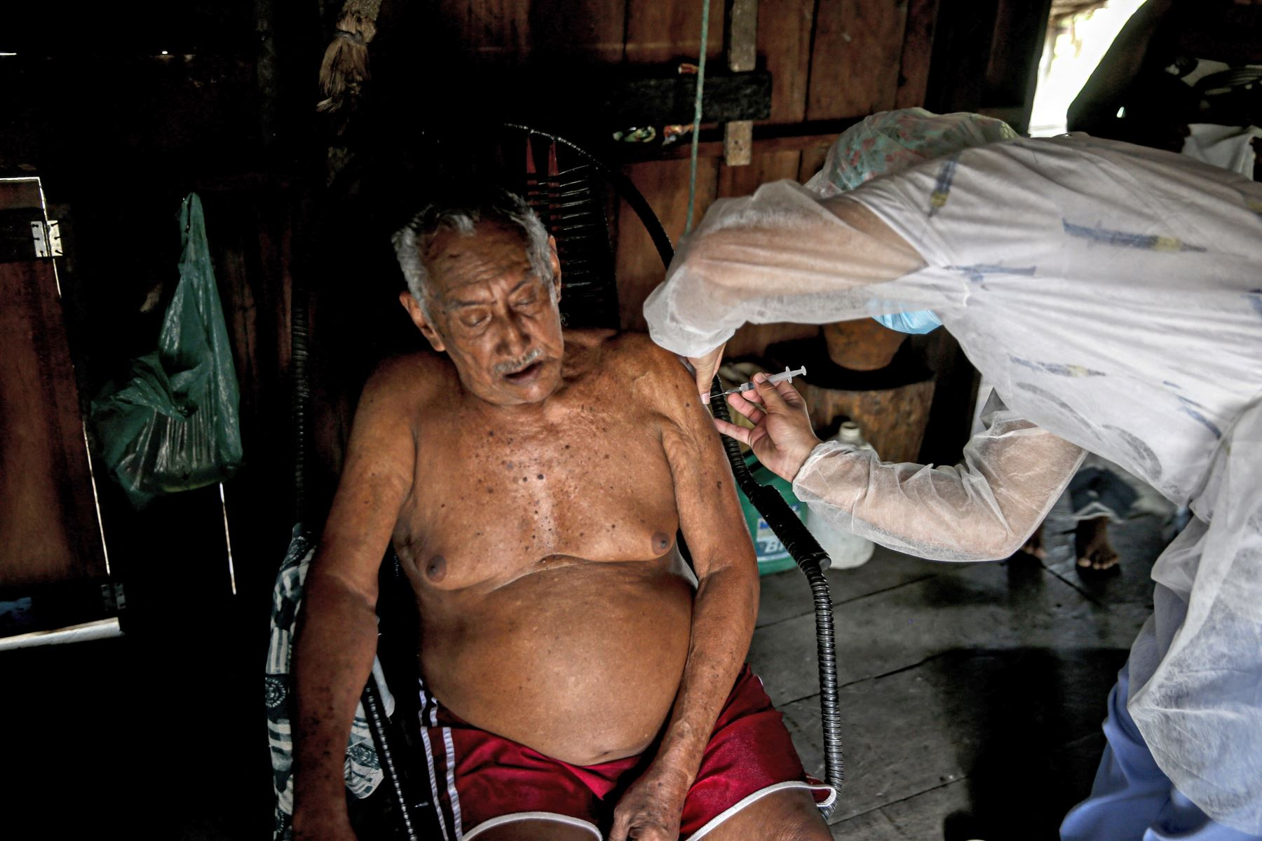 Ese número llegó al récord de 1,910 muertes el miércoles 3 de marzo y bajó hasta 1,086 el pasado domingo. Foto: AFP
