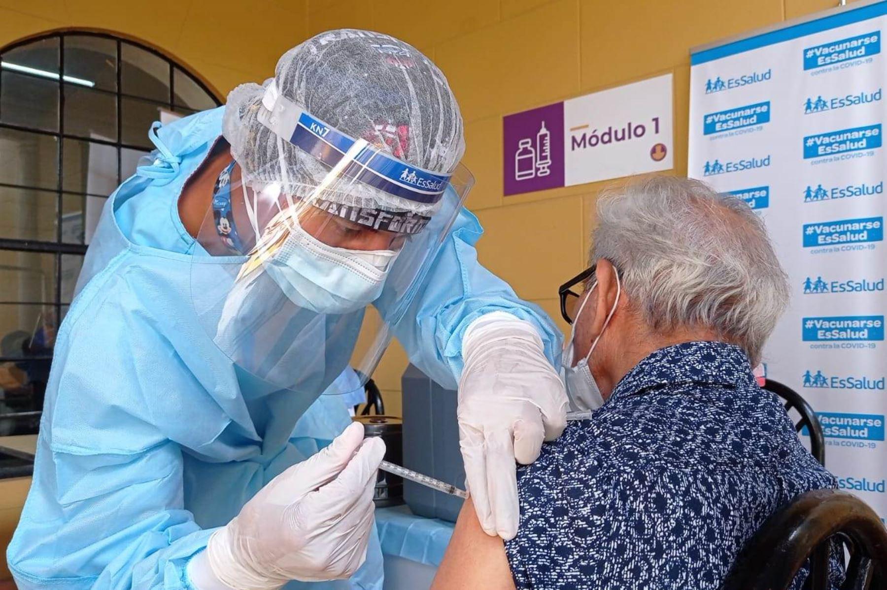 Hoy continúa vacunación de adultos mayores en Lima: conoce los 5 vacunatorios. Foto: ANDINA/Difusión.