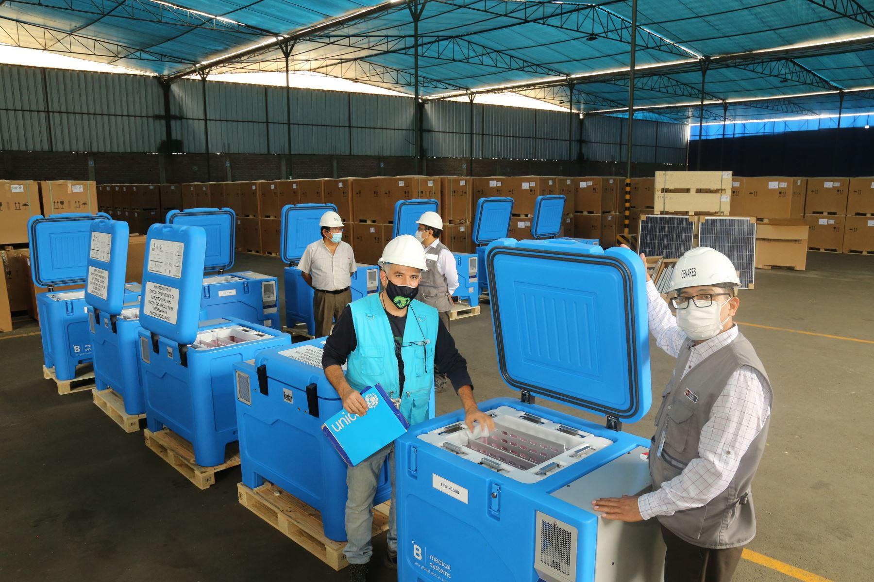 UNICEF Perú: Llegan 1,100 congeladoras solares para conservación de vacunas contra la Covid-19. Foto: UNICEF Perú