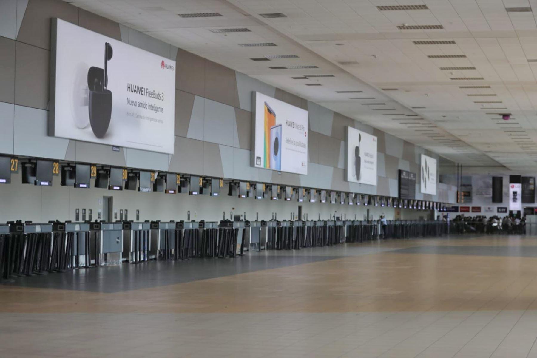 Así luce el Aeropuerto Jorge Chavez en segundo día de emergencia sanitaria. Foto: ANDINA/ Carla Patiño