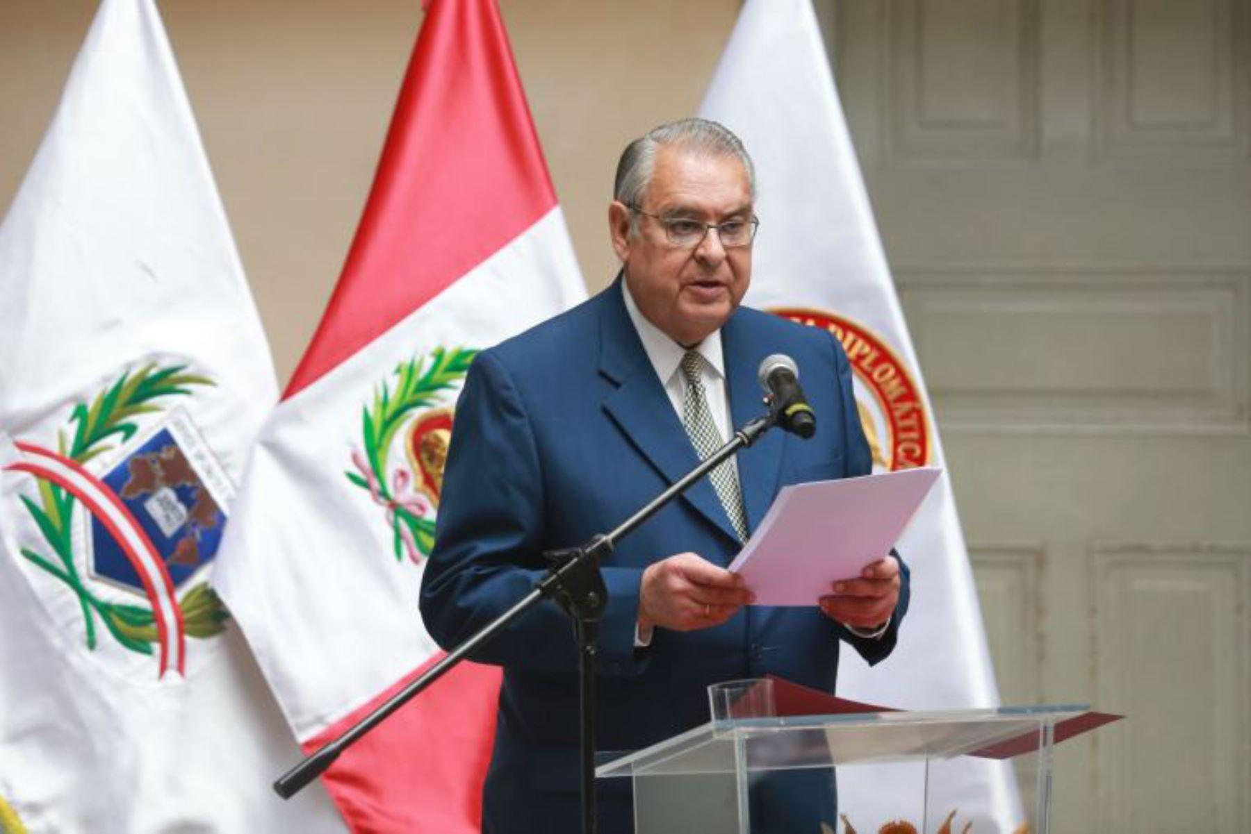 Canciller Allan Wagner saluda al presidente electo Pedro Castillo