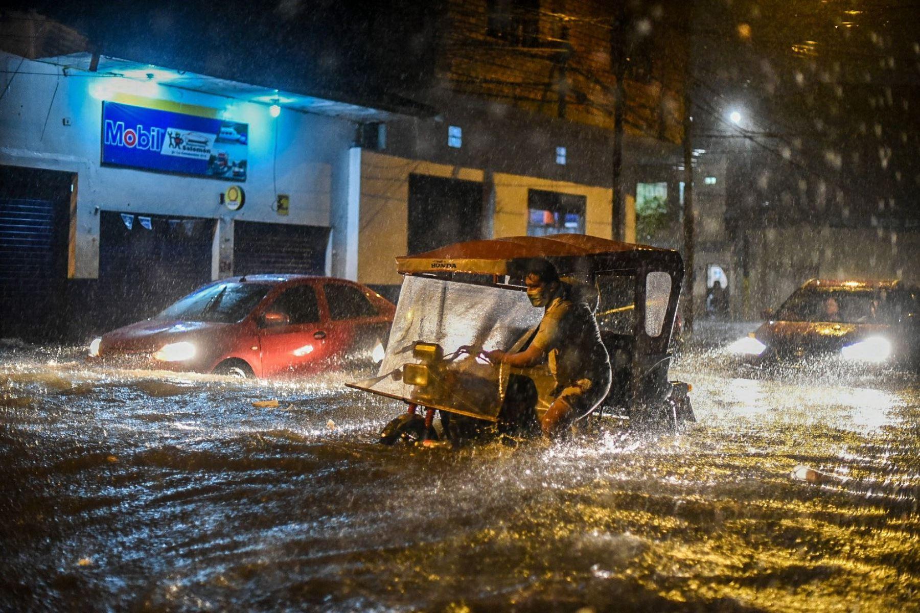 Lluvia torrencial causa daños en viviendas y calles de Iquitos. Foto: Junior Raborg.
