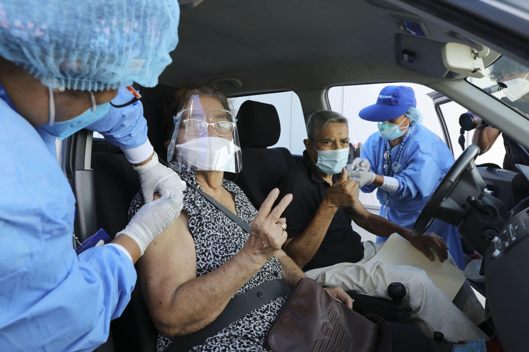 Los vacunatorios son espacios seguros y ventilados para evitar cualquier riesgo de contagio de covid-19. Foto: ANDINA.