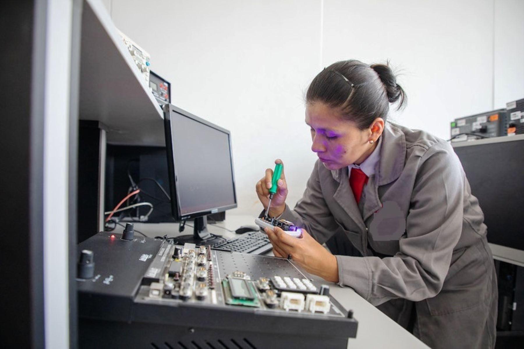 Las diez carreras técnicas mejor remuneradas a jóvenes egresados. Foto: ANDINA/Difusión.