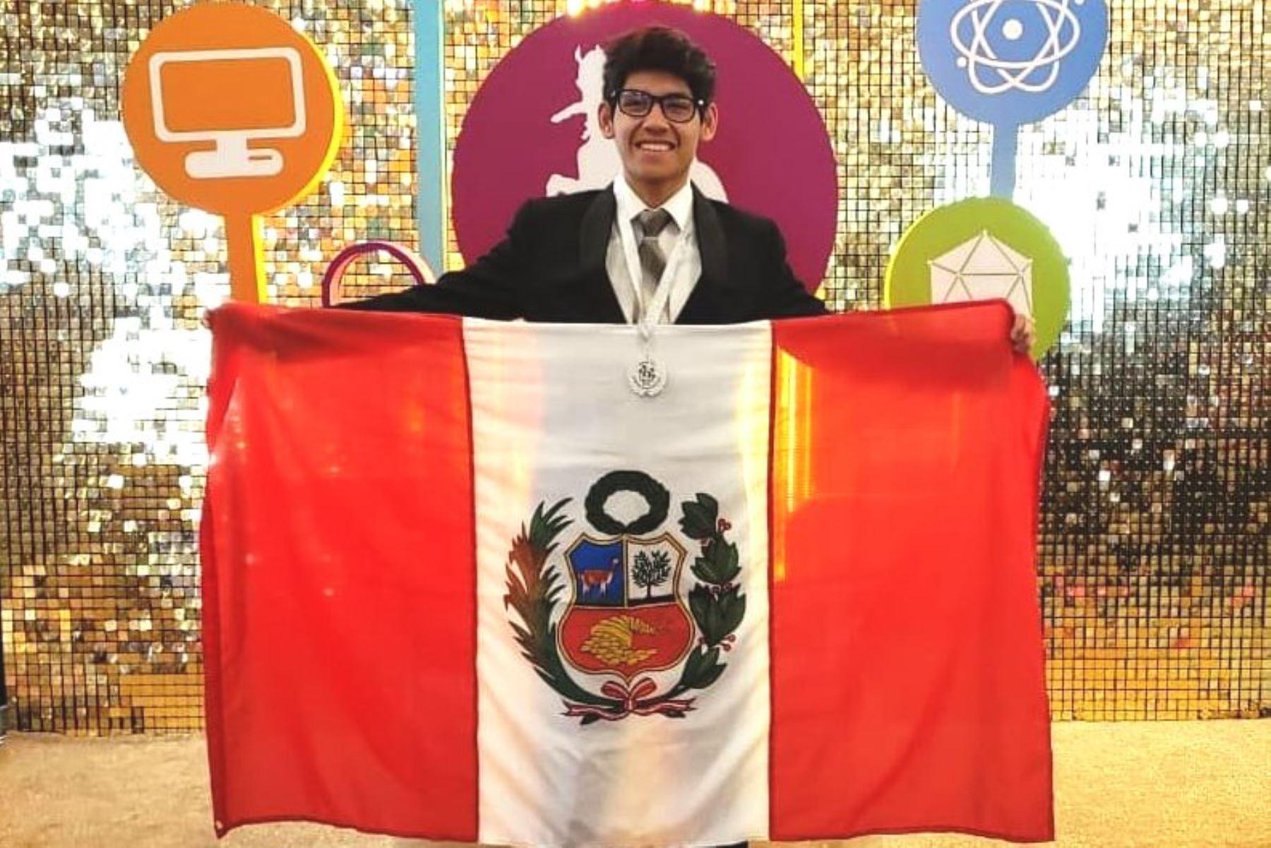 Campeón Internacional de Ciencias podrá estudiar Física gracias a beca de la PUCP