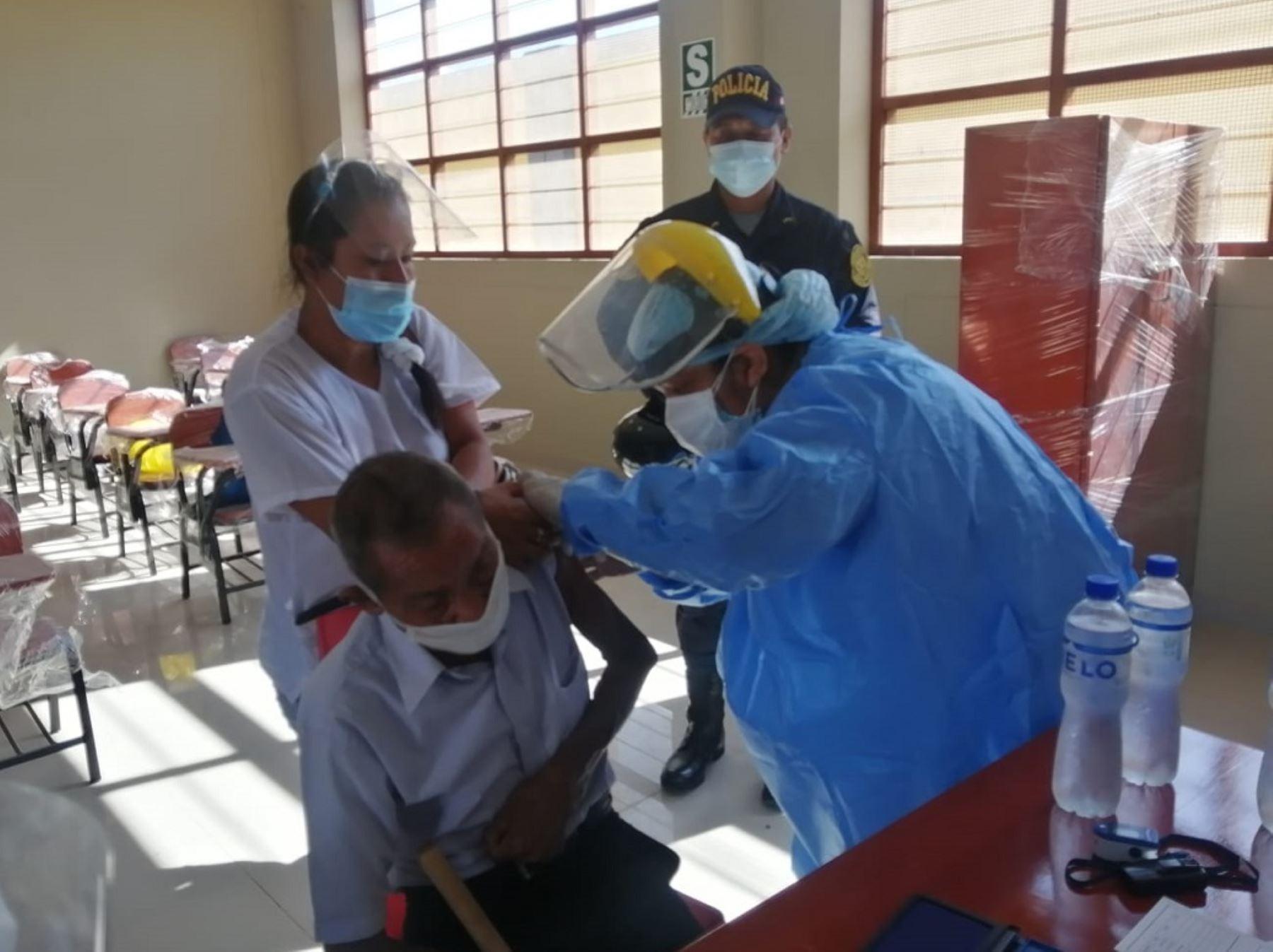 Minsa apoyará a regiones para acelerar avance en proceso de vacunación contra la covid-19, anunció el ministro Óscar Ugarte. ANDINA/Difusión