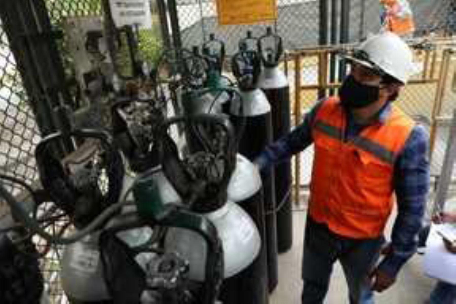 Estas 43 toneladas de oxígeno forman parte de una importación total de 960 toneladas gestionadas por el Proyecto Especial Legado, adscrito al MTC, que serán traídas desde Chile. Foto: ANDINA/MTC