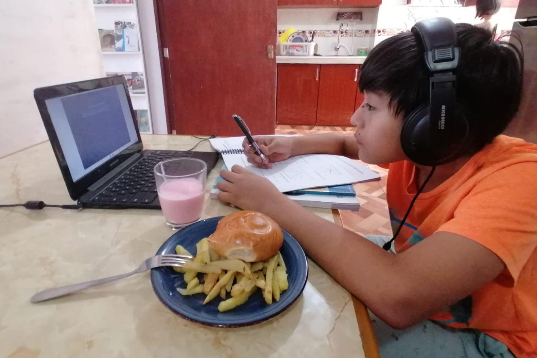 Nutricionista Saby Mauricio sostiene que alimentos deben ser ingeridos en momentos fuera de clase. Foto: difusión.