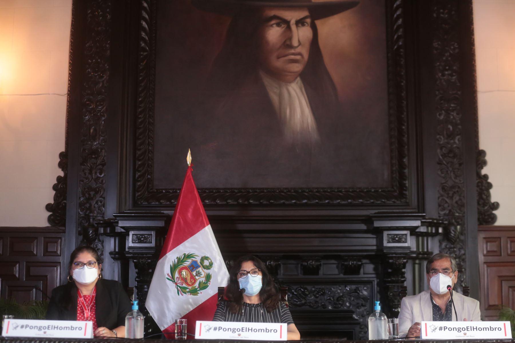 Presidenta del Consejo de Ministros, Violeta Bermúdez, junto a ministros de Defensa y Salud brindan conferencia de prensa e   informa acuerdos asumidos por el Ejecutivo. Foto: PCM