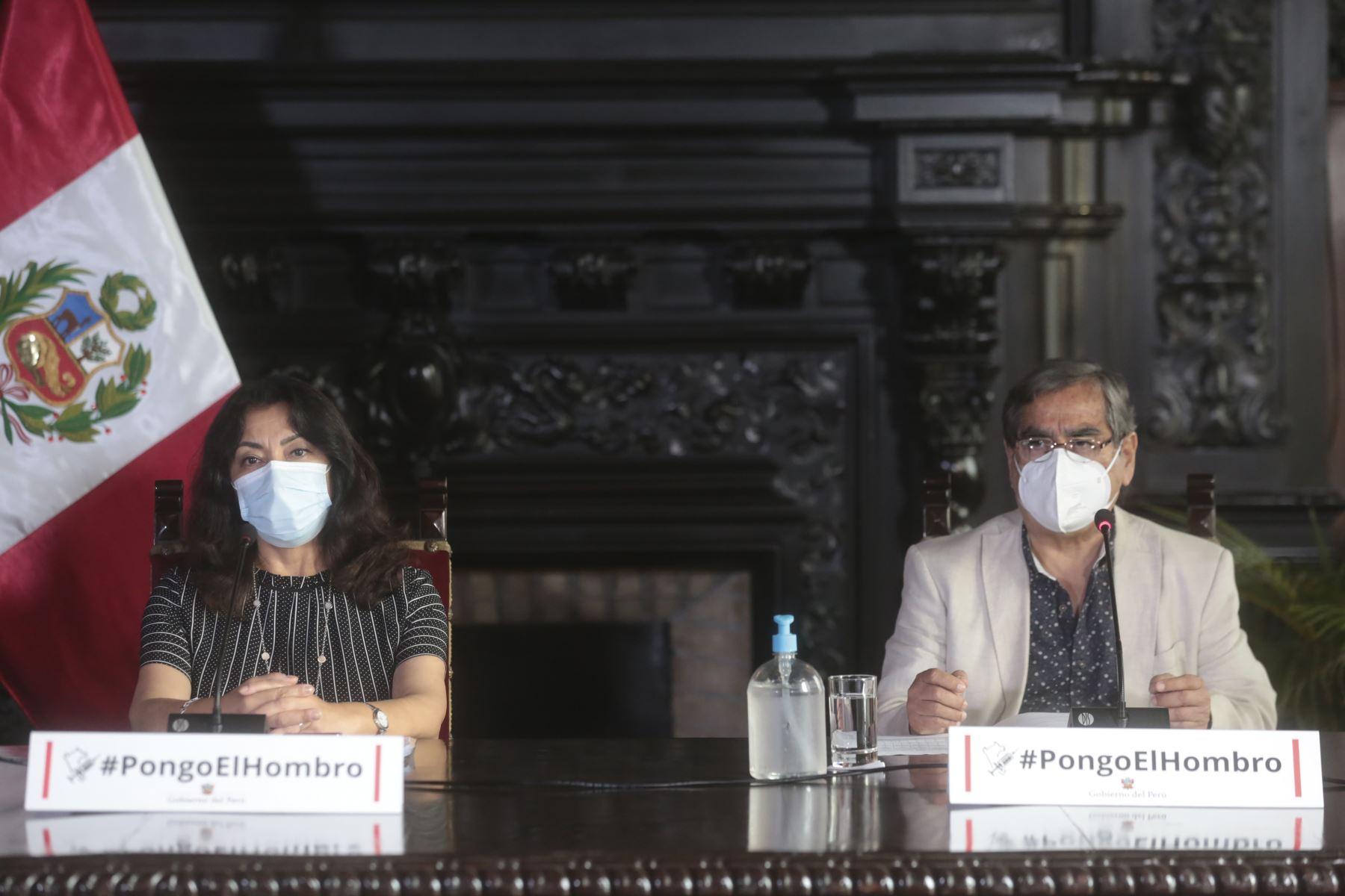 Ministro de Salud, Oscar Ugarte brinda conferencia de prensa  sobre los acuerdos asumidos en Consejo de Ministros realizado en la fecha para continuar enfrentando los efectos de la pandemia. Foto: ANDINA/PCM