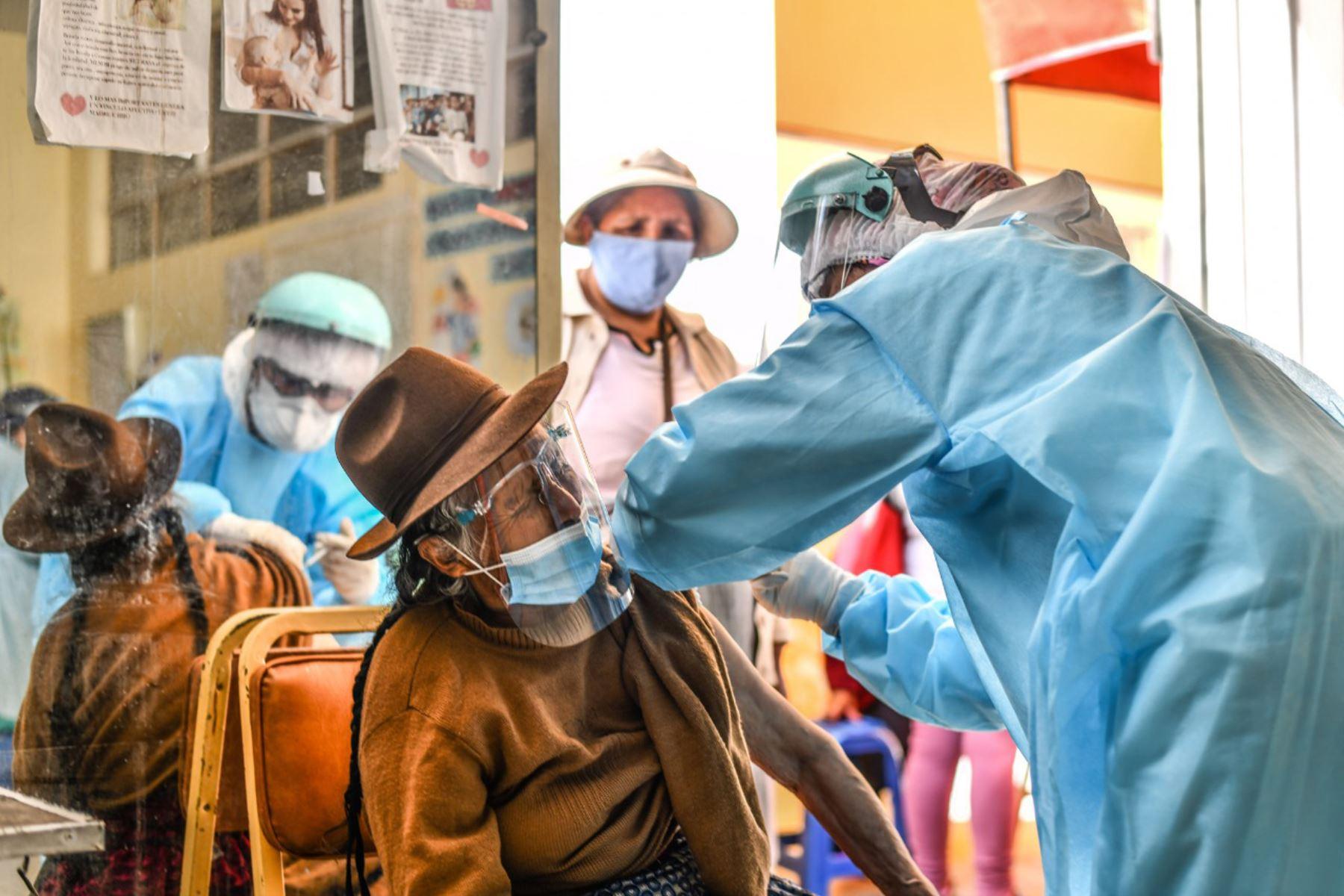 El sector Salud está a la espera de una nueva remesa de 1,170 vacunas Pfizer para completar el programa de inmunización de igual número de personas.ANDINA/Difusión