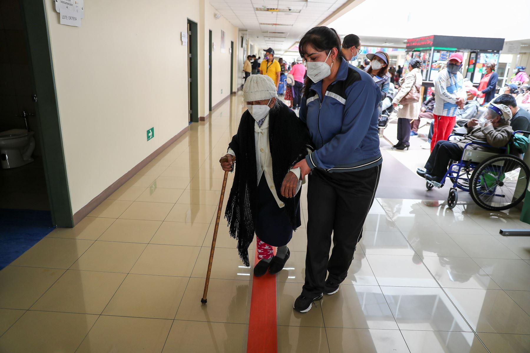 Ecuador restablece distribución de vacunas anticovid tras retrasos en Quito