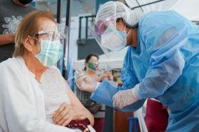 Vacunación contra el covid-19 para adultos mayores. ANDINA/Difusión