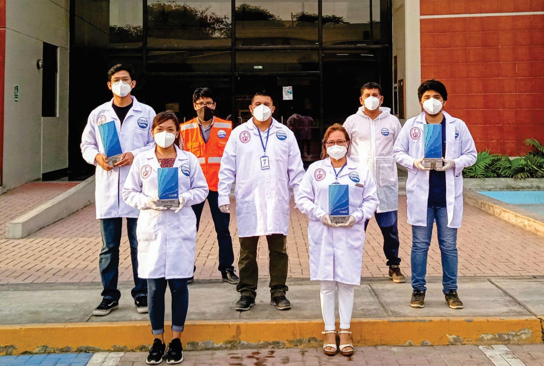 Equipo creador de cascos de oxigenación. Foto: Cortesía