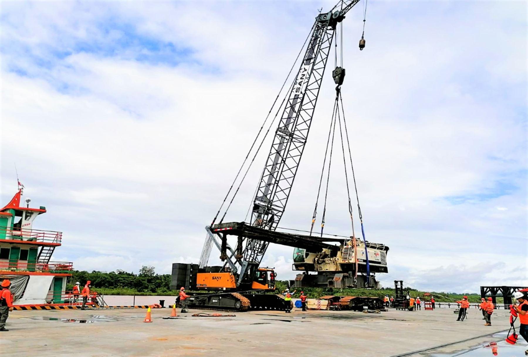 Loreto: trasladan maquinaria y materiales para construcción de puente Nanay en Punchana