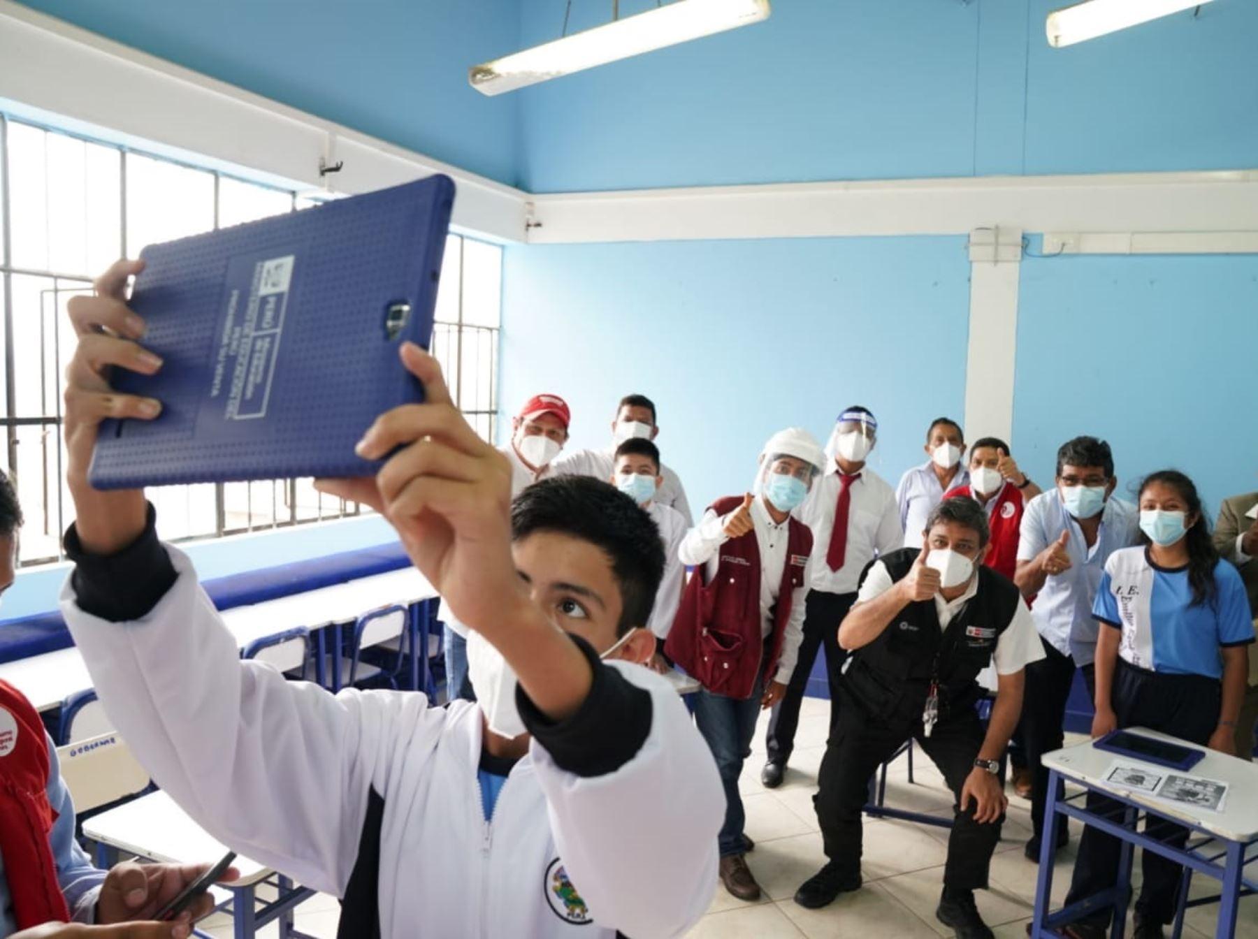 Piura ya dispone del total de las 77,012 tabletas electrónicas asignadas a esa región por el Ministerio de Educación. Estos equipos son distribuidos a las escuelas rurales de dicha región. ANDINA/Difusión